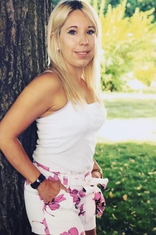 Tabea aus Mannheim Haarfarbe: blond (hell), Augenfarbe: blau, Größe: 160, Deutsch: 0, Englisch: , Französisch: , Spanisch:
