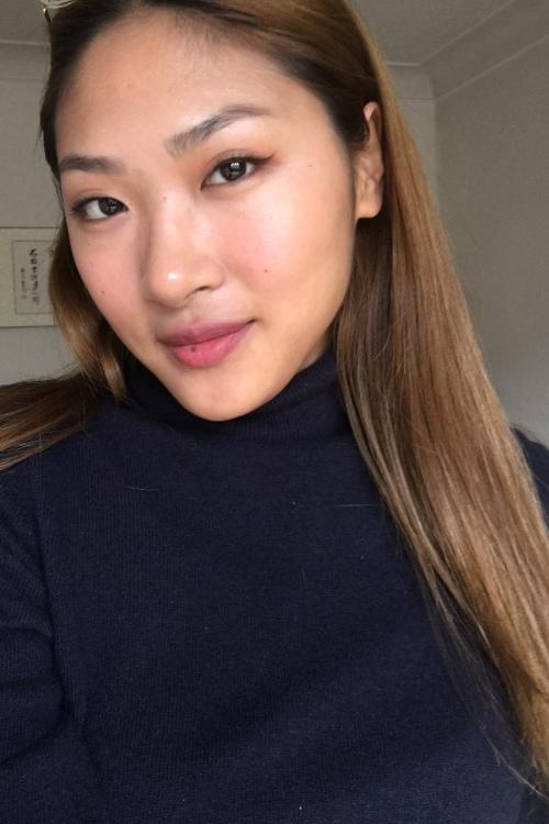 Finja aus Hamburg  Haarfarbe: braun (mittel), Augenfarbe: braun, Größe: 170, Deutsch: 0, Englisch: , Französisch: , Spanisch: