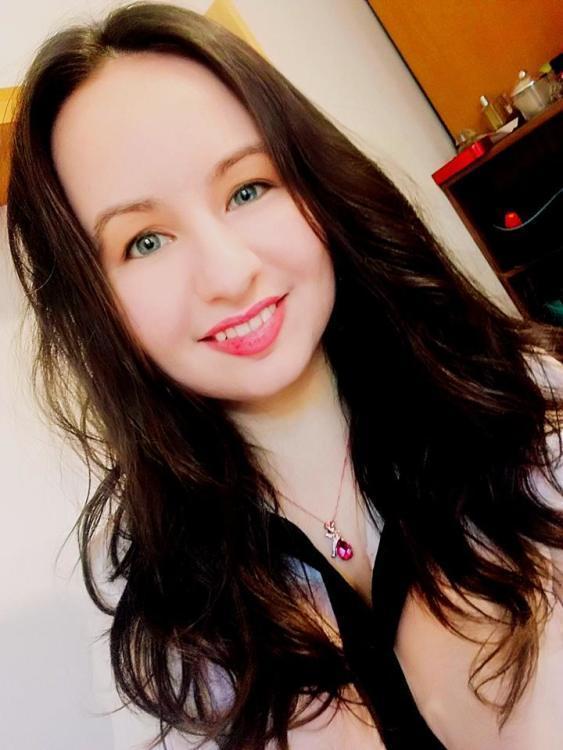 Model Vasilena aus Nürnberg Haarfarbe: braun (dunkel)