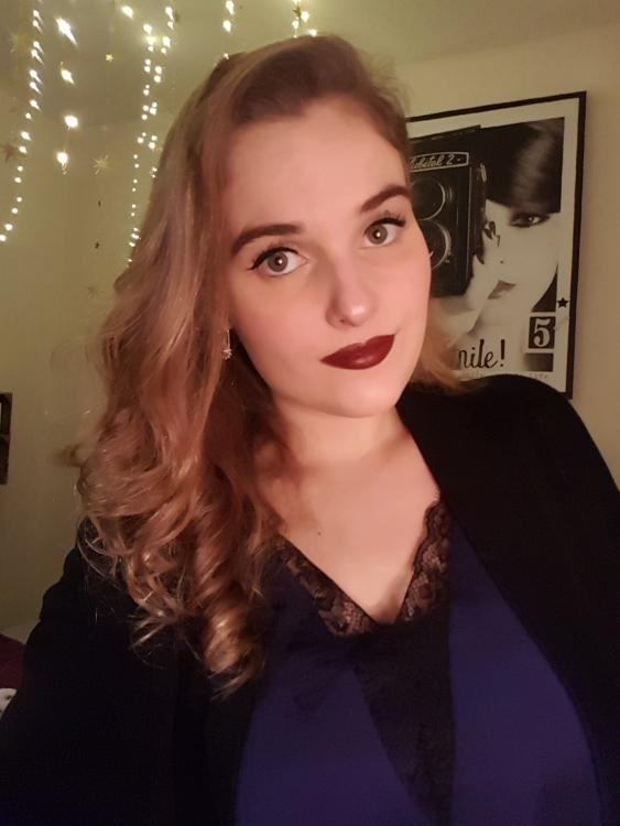 Natalie aus Karlsruhe Haarfarbe: blond (dunkel), Augenfarbe: grün, Größe: 170, Deutsch: 0, Englisch: , Französisch: , Spanisch: