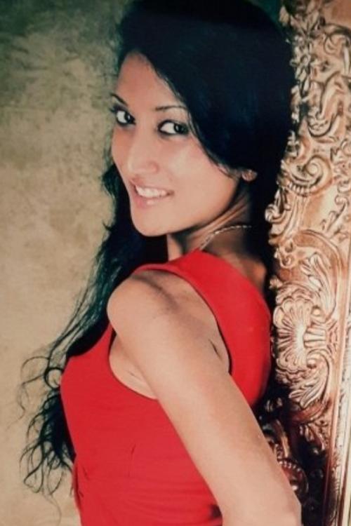 Jennifer aus Frankfurt  Haarfarbe: schwarz, Augenfarbe: braun, Größe: 170, Deutsch: 0, Englisch: , Französisch: , Spanisch: