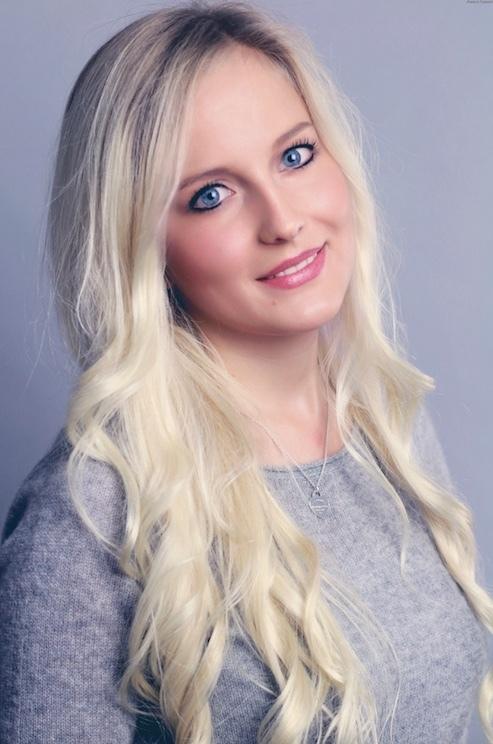 Giulia  aus Frankfurt Haarfarbe: blond (hell), Augenfarbe: blau, Größe: 163, Deutsch: 0, Englisch: , Französisch: , Spanisch:
