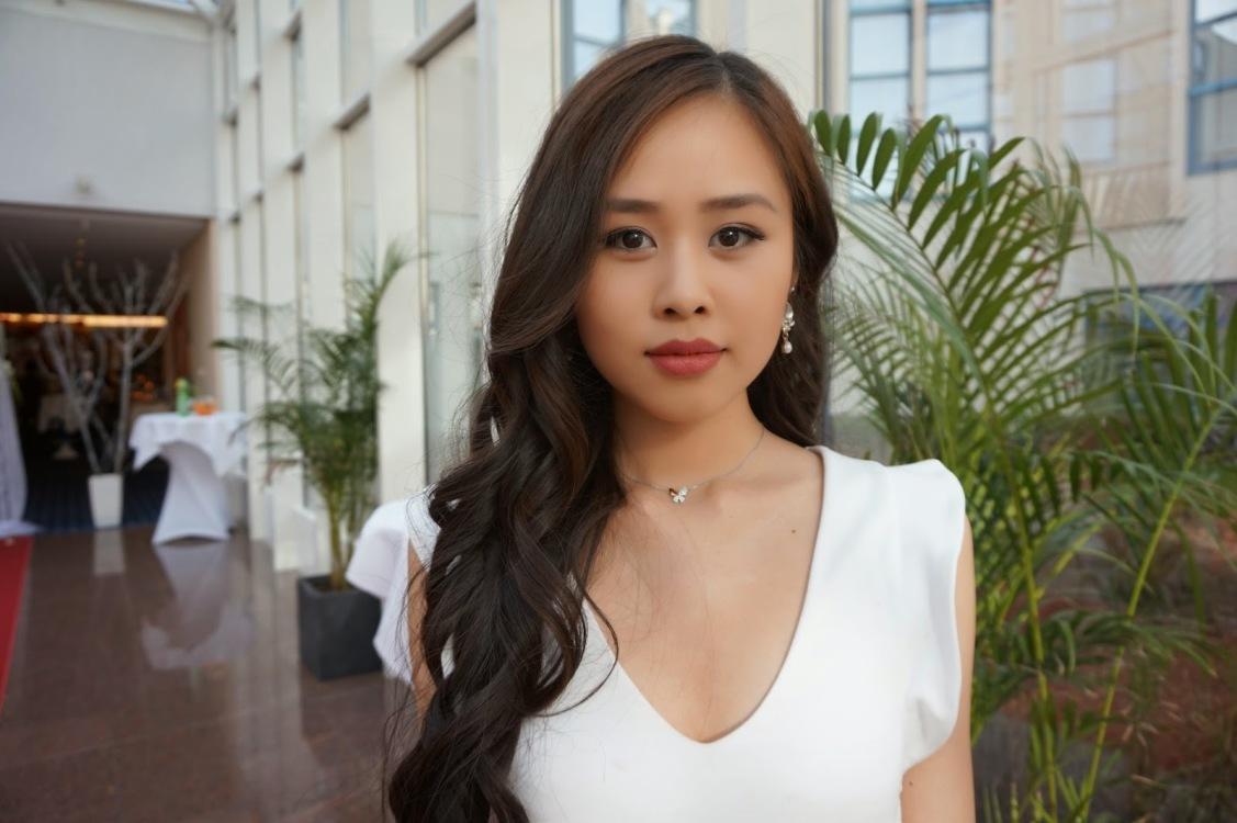 Hostess Trang aus Leipzig, Konfektion 34, Studium Hotelmanagement