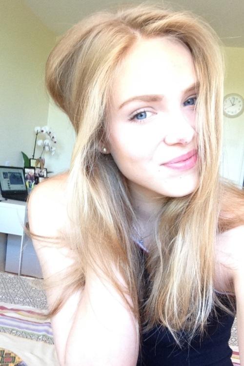 Julia aus Frankfurt Haarfarbe: blond (mittel), Augenfarbe: blau, Größe: 187