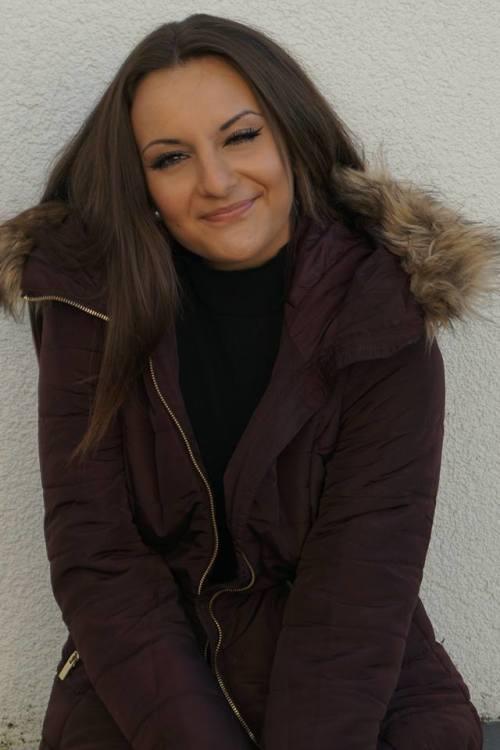 Miriam aus Rheinbach Haarfarbe: braun (mittel), Augenfarbe: braun, Gr��e: 170, Deutsch: 0, Englisch: , Franz�sisch: , Spanisch: