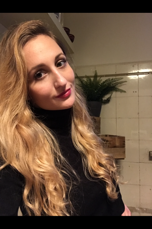 Elena aus Hamburg Haarfarbe: blond (dunkel), Augenfarbe: braun-grün, Größe: 165, Deutsch: 0, Englisch: , Französisch: , Spanisch: