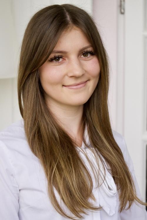 Kim aus Bremen Haarfarbe: braun (mittel), Augenfarbe: braun, Größe: 168, Deutsch: 0, Englisch: , Französisch: , Spanisch: