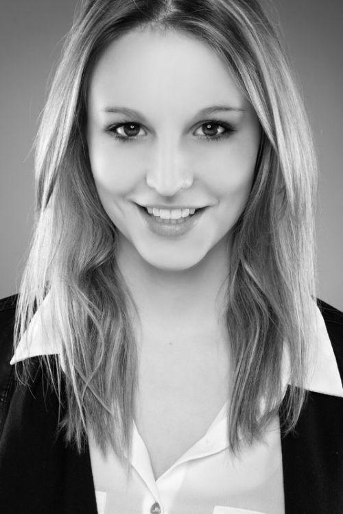 Model Jennifer aus Stuttgart Haarfarbe: blond (mittel)