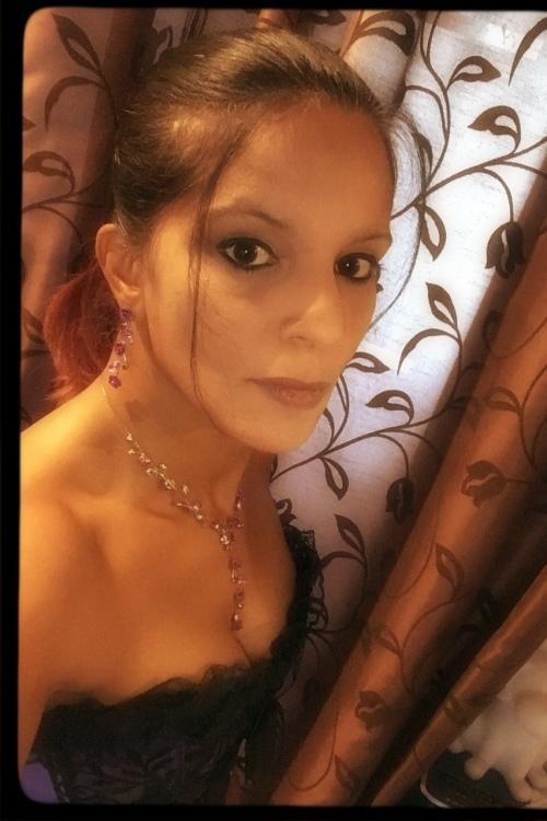 Model Mia aus Hückelhoven Haarfarbe: schwarz
