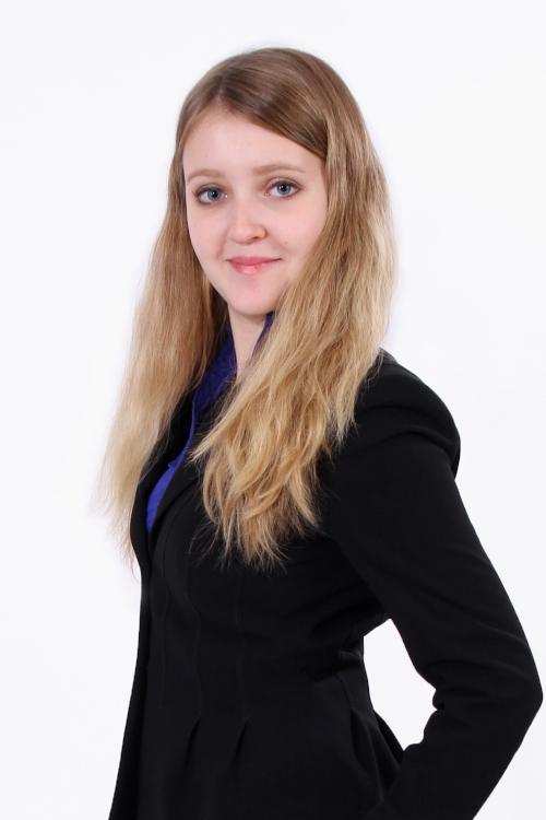 Model Alina aus Köln Haarfarbe: braun (mittel)