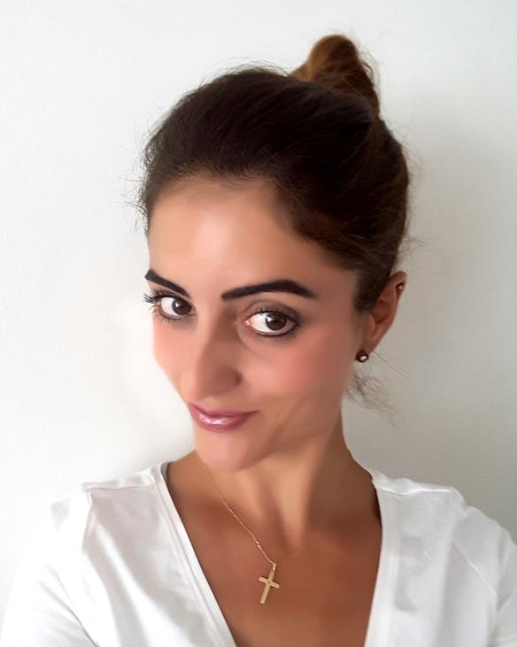 Model Carmen aus Düsseldorf Haarfarbe: braun (dunkel)