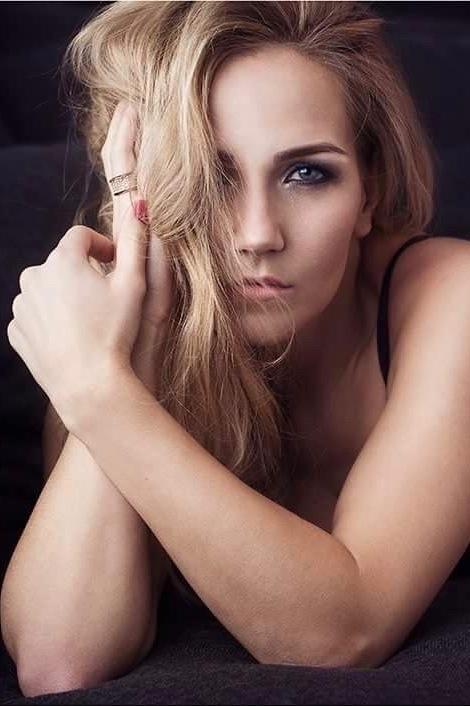 Model Erika aus Osnabrück Haarfarbe: blond (mittel)