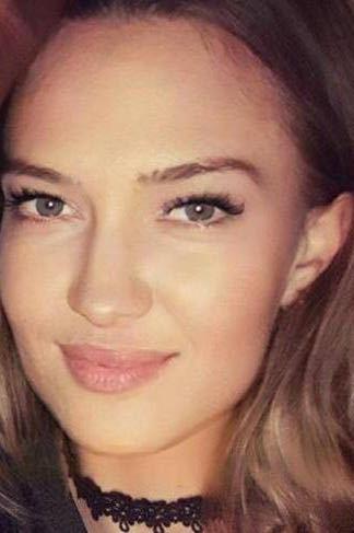 Model Karolina aus Düsseldorf Haarfarbe: blond (mittel)