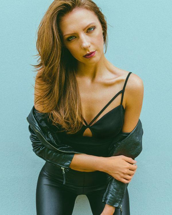 Model Marina aus Köln Haarfarbe: braun (hell)