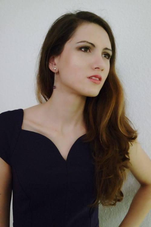 hostess Monica, Studium: Lehramt Mathematik-Englisch-Deutsch