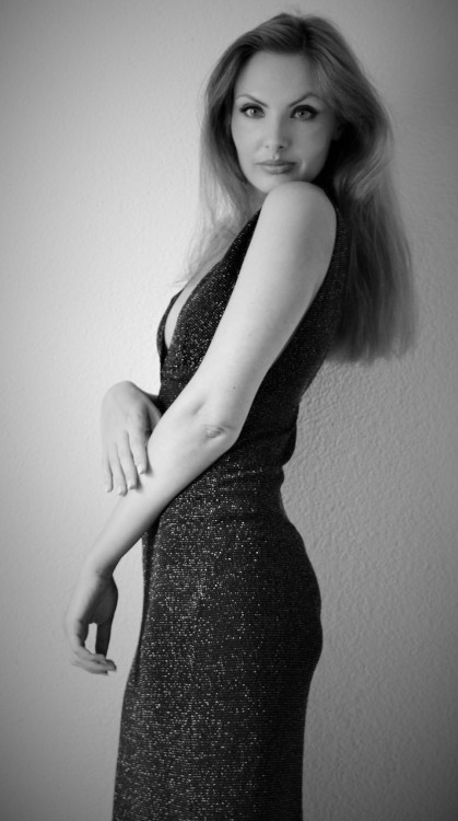 Hostess Rajmonda aus Stuttgart , Konfektion 36, Studium Kunstgeschichte