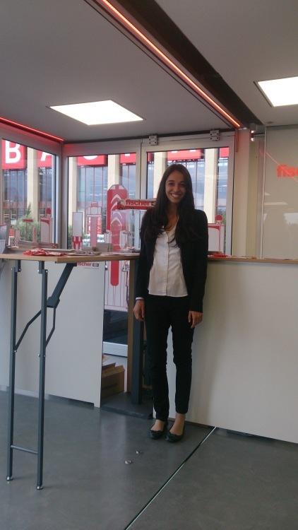 Hostess Sabina aus Augsburg, Konfektion 34, Studium Philosophie/Kunst-u.Kulturwissenschaft