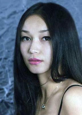 Model Aisalkyn aus Stuttgart Haarfarbe: braun (dunkel)