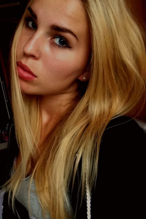 Model Viktoria aus Warburg Haarfarbe: blond (dunkel)