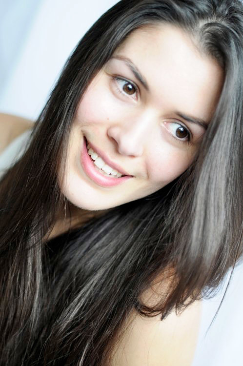 Model Yasmin aus Düsseldorf Haarfarbe: braun (dunkel)