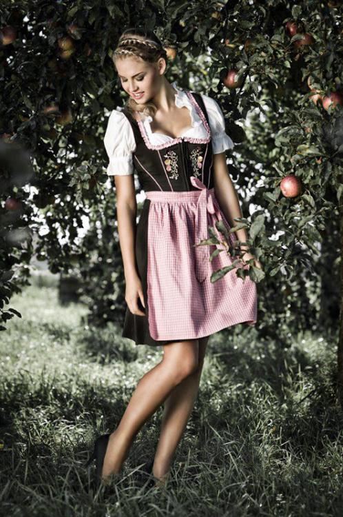 Hostess Chiara aus Berlin , Konfektion 34, Studium Medienwirtschaft