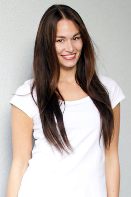 Model Svenja aus Berlin Haarfarbe: braun (dunkel)