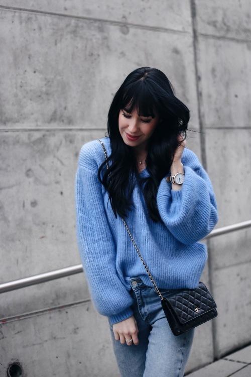 Carina aus Frankfurt Haarfarbe: braun (dunkel), Augenfarbe: blau, Größe: 169