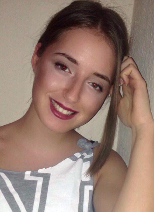 Model Sara aus Berlin Haarfarbe: blond (dunkel)